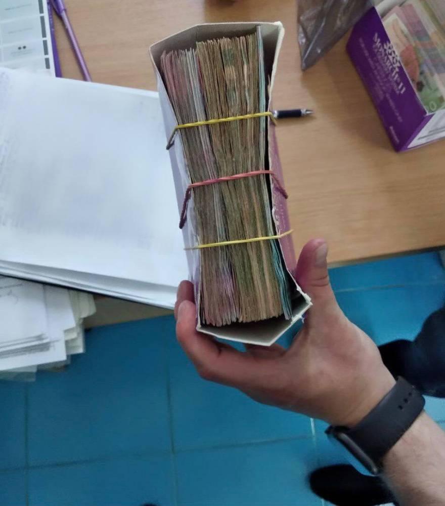 В запорожской больнице ежемесячно собирали по 200 тысяч гривен у пациентов