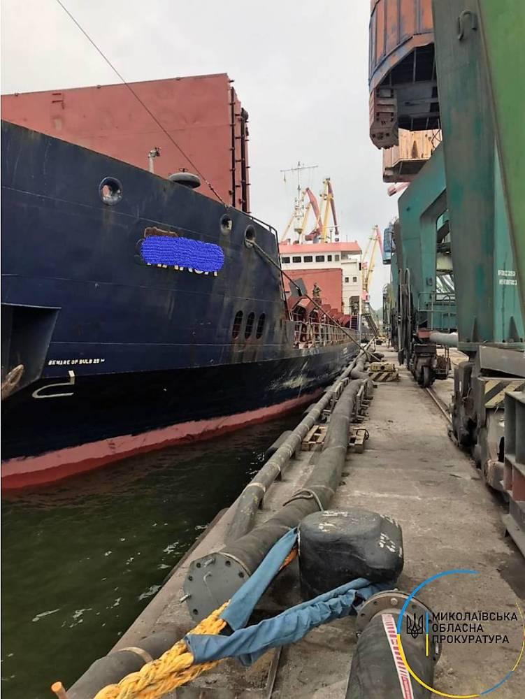 В Николаевском порту на судне нашли крупную партию контрабанды