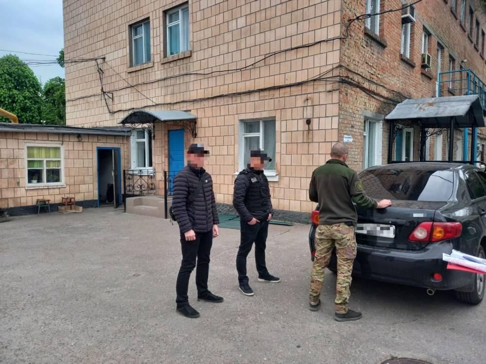 В Кировоградской области тюремщик получил взятку в виде смарт-часов