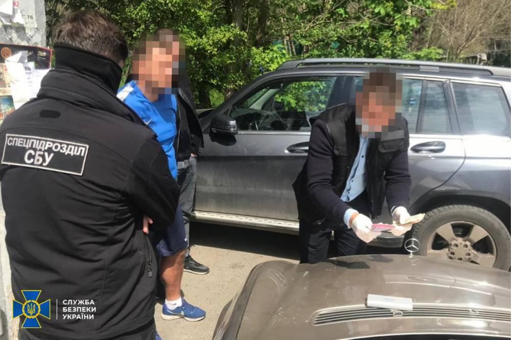 В Одессе директор спортшколы собирал взятки у тренеров
