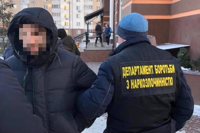 В Киеве поймали мошенника, подделывавшего справки о COVID-19