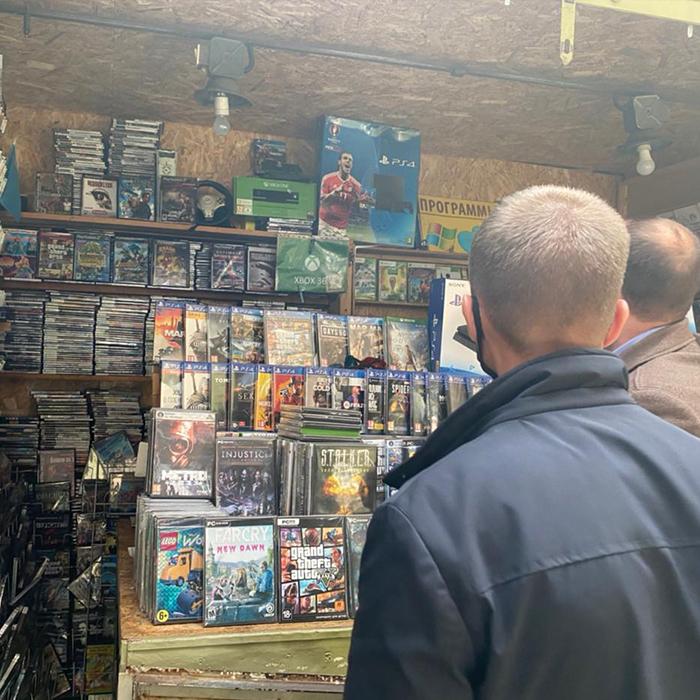 В Киеве двое мужчин продавали личные данные граждан под видом компьютерных игр