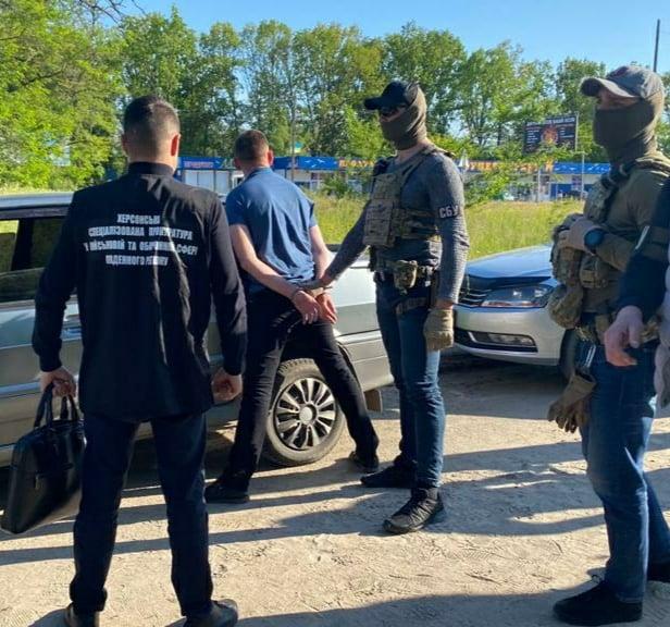 В Херсонской области на взятке задержали офицера военной службы правопорядка и патрульного