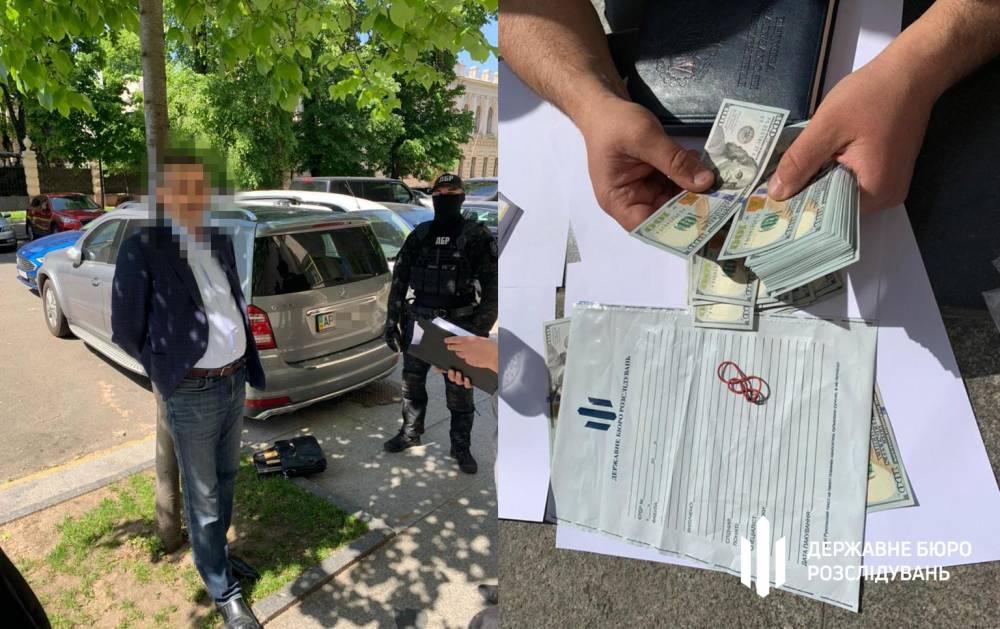 В Киеве задержали чиновника регуляторной службы