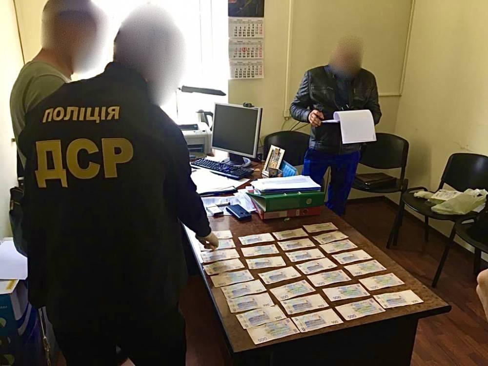 В Запорожье на взятке поймали чиновника Гоструда