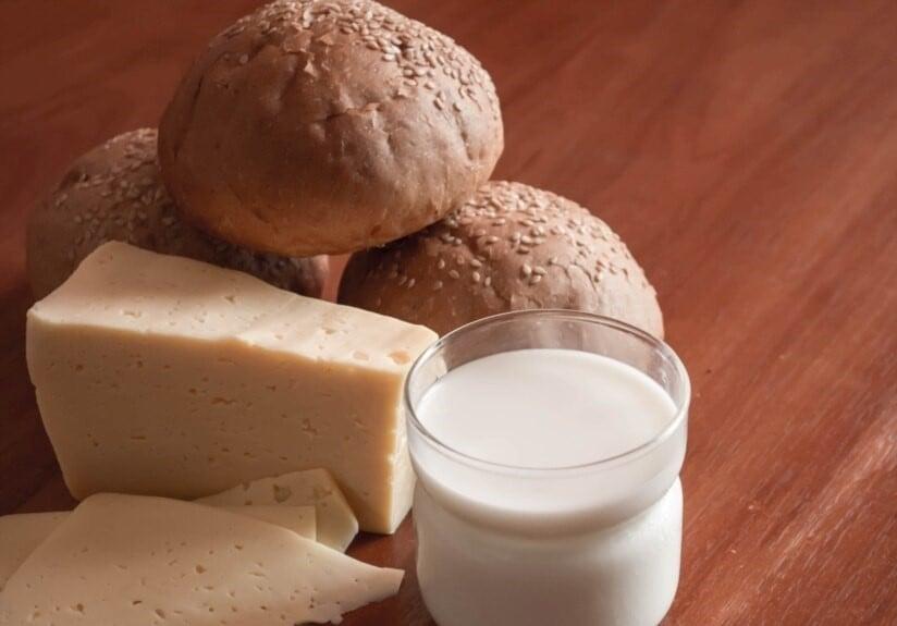 В Киеве подрядчик поставлял в школы некачественную молочную продукцию
