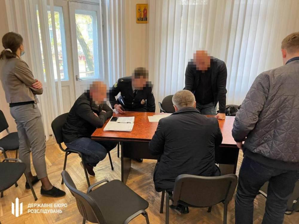 Во Львове группа полицейских занималась распространением наркотиков