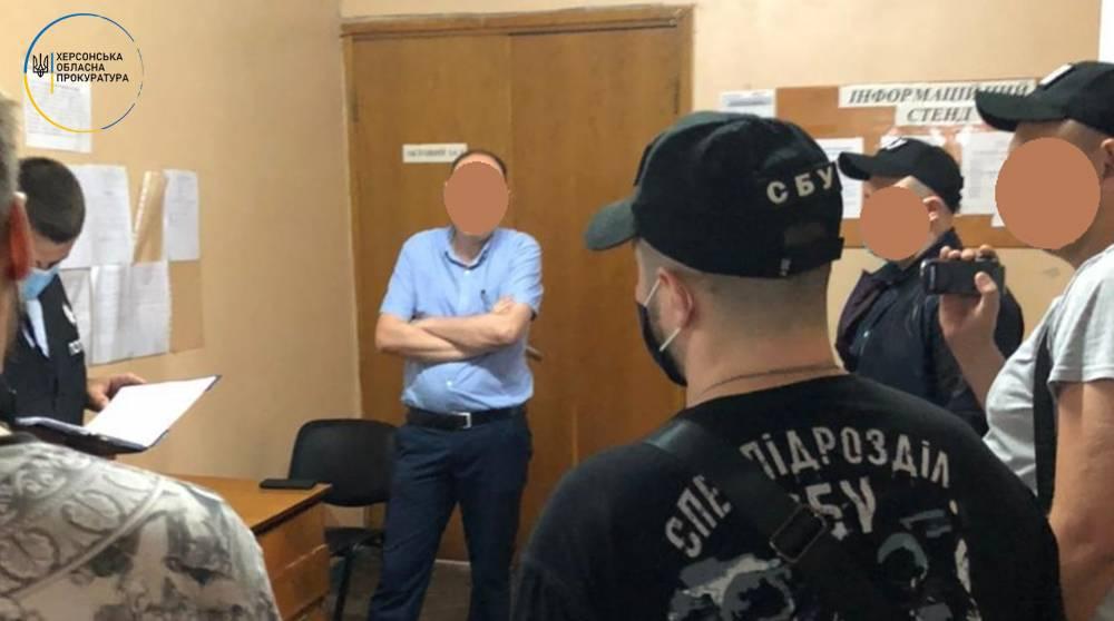 В Херсоне на взятке поймали двух госисполнителей