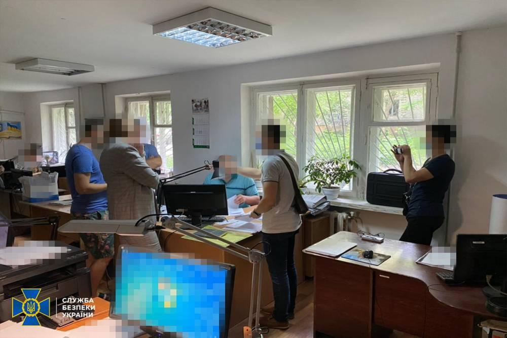 Чиновники Госгеокадастра украли 150 га земли в Донецкой области