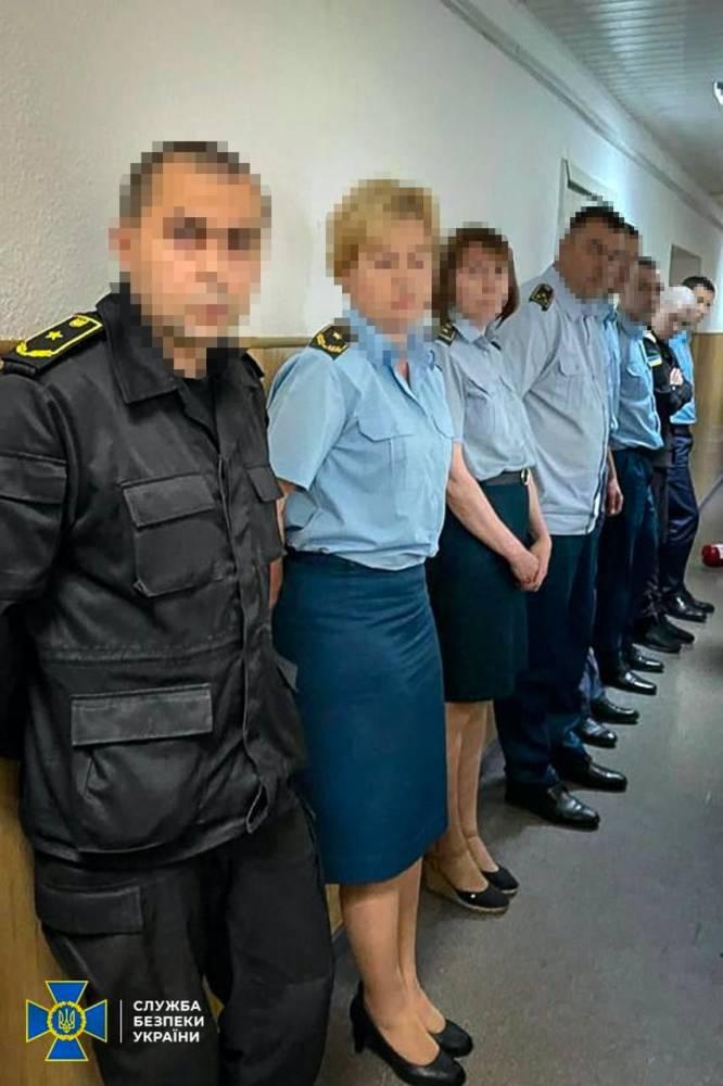 В Киеве на взятке поймали группу таможенников