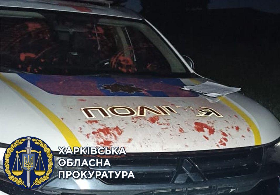 В Дергачах рецидивист напал на патрульных и повредил их авто