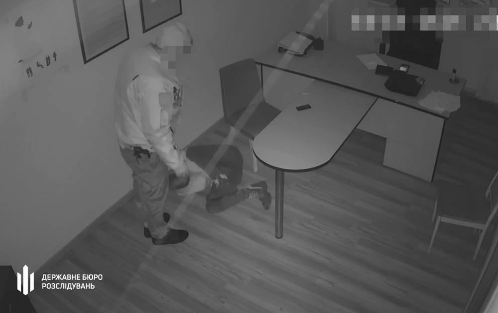 В Коростене экс-полицейскому вручили подозрение в пытках заявителя