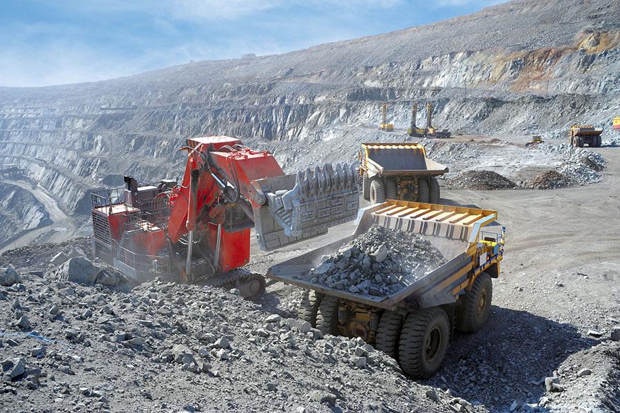 Украинские титановые руды поставляют в Россию с помощью компаний Фирташа