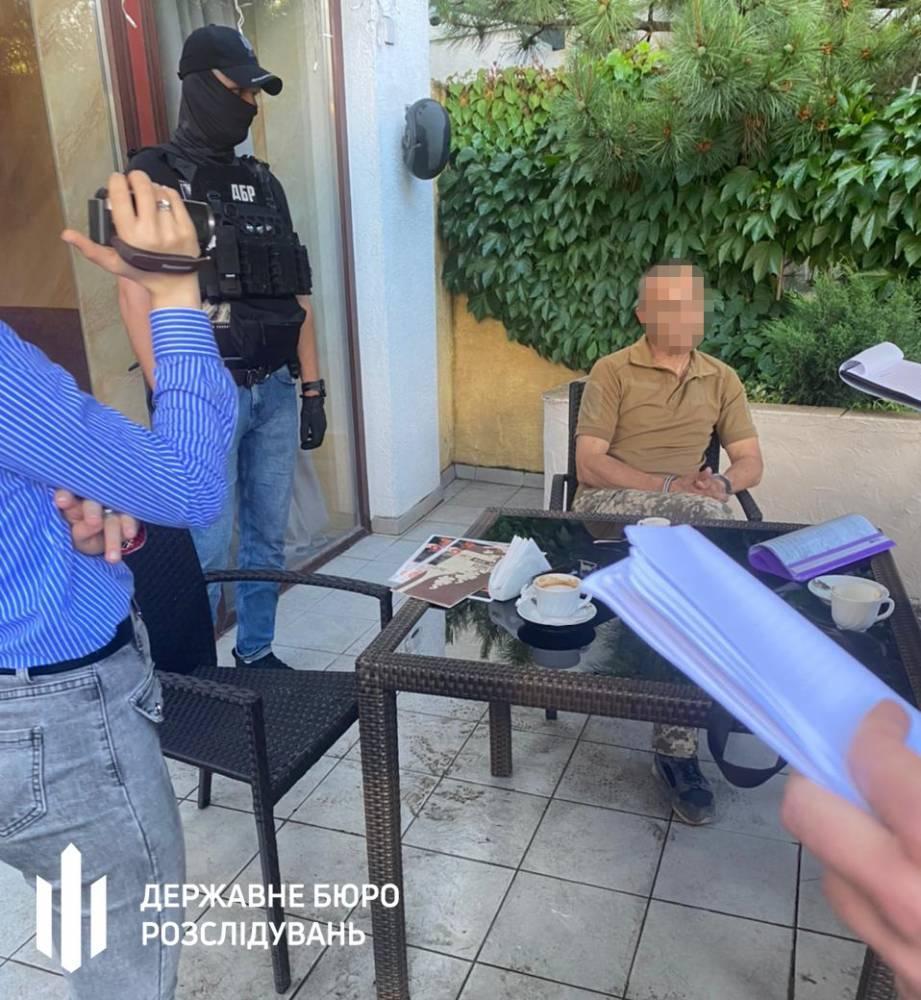 В Одесской области офицер ВМС за взятку обещал устроить полицейского в ГБР