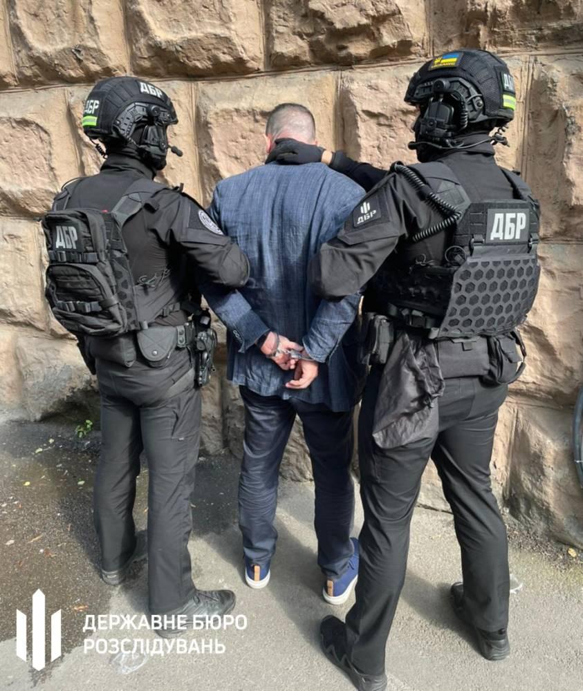 В Киеве задержали адвоката, вымогавшего 10 тысяч долларов