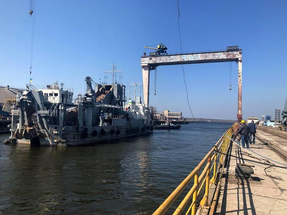 АМПУ за 27 млн гривен заказала повторный ремонт земснаряда