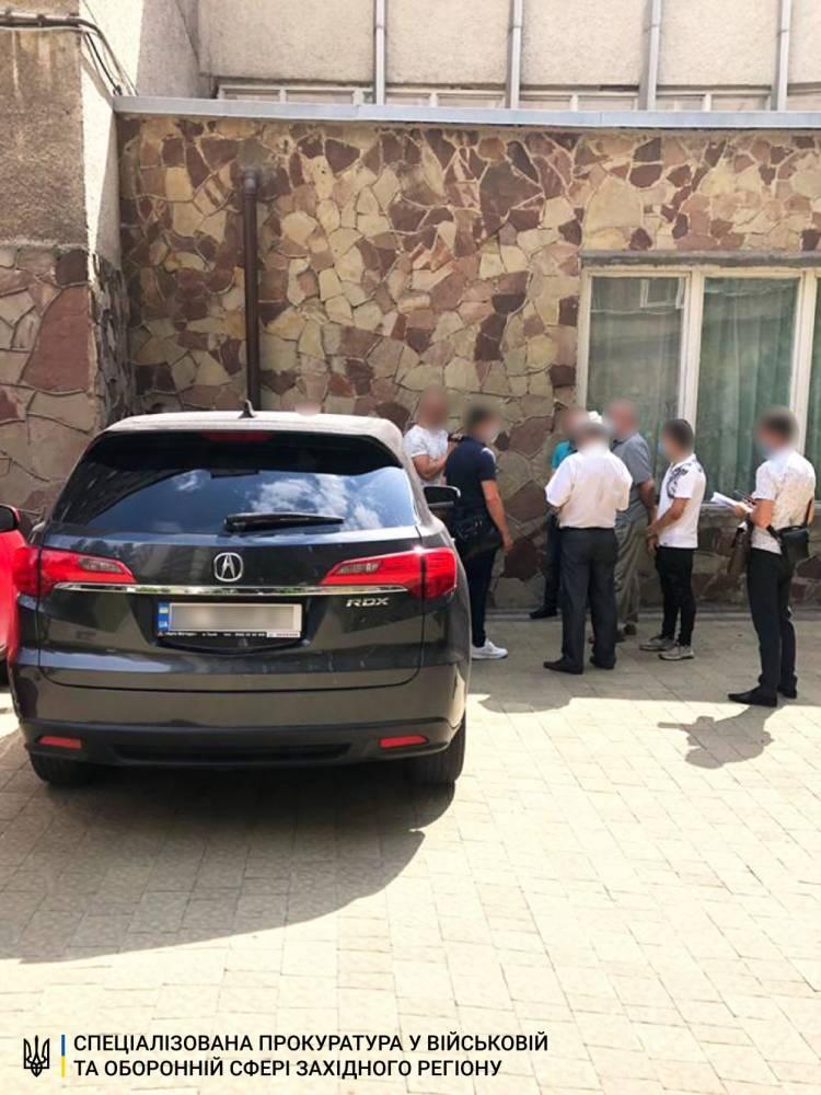 Во Львовской области офицер шантажировал подчиненного