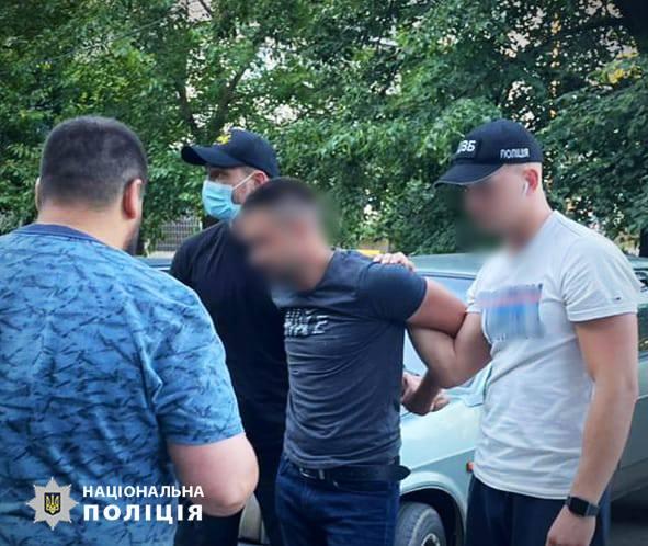 В Покрове полицейского поймали на торговле оружием