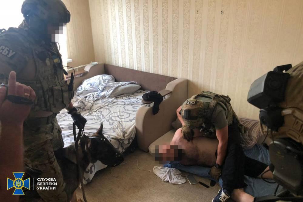 СБУ задержала организатора банды фальшивомонетчиков из списка СНБО