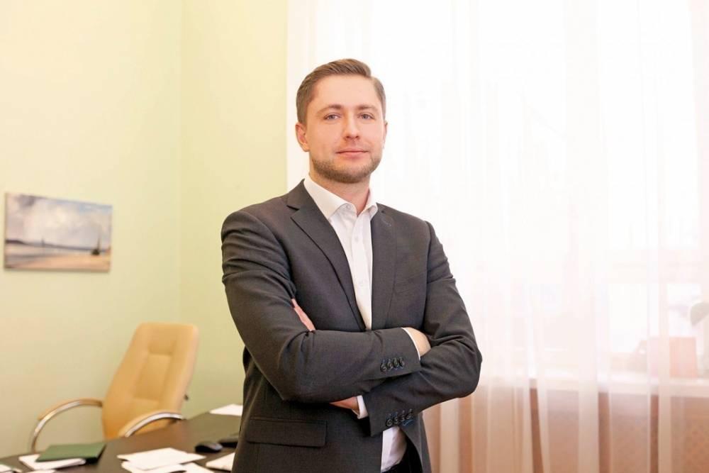 Уволенный топ-менеджер НБУ за год заработал почти 3 млн гривен