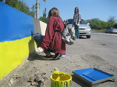 В Каменском экс-коммунальщику дали 12 млн гривен на покраску оград