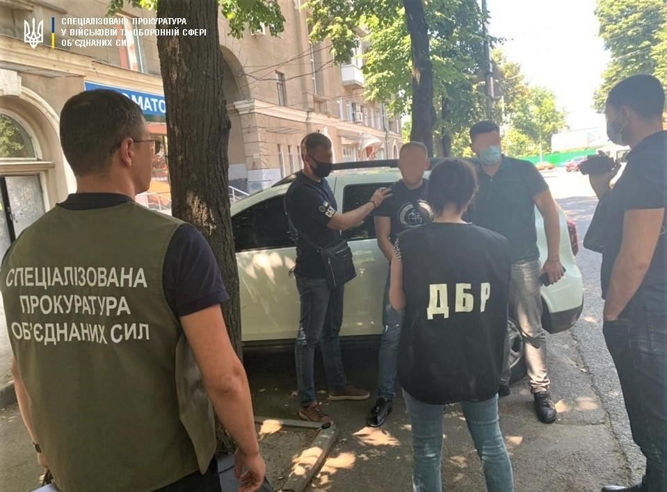 Офицер Харьковского погранотряда вымогал 13 тысяч долларов
