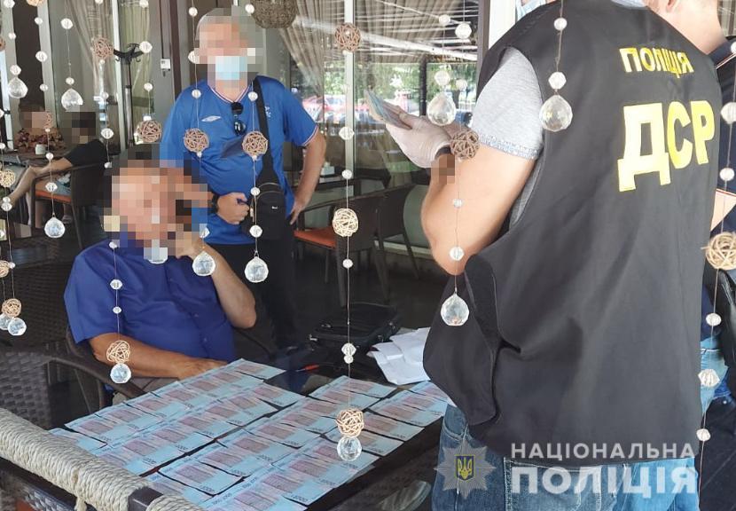 Глава запорожской общины вымогал взятку за размещение АЗС