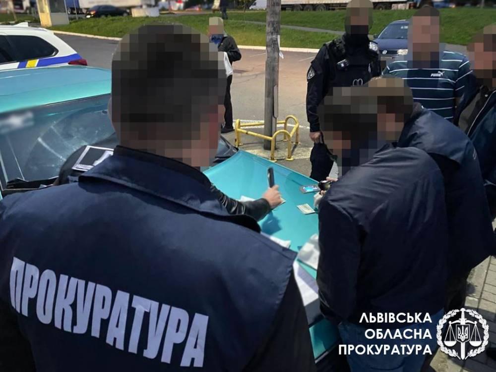Во Львове на взятке поймали судебного эксперта