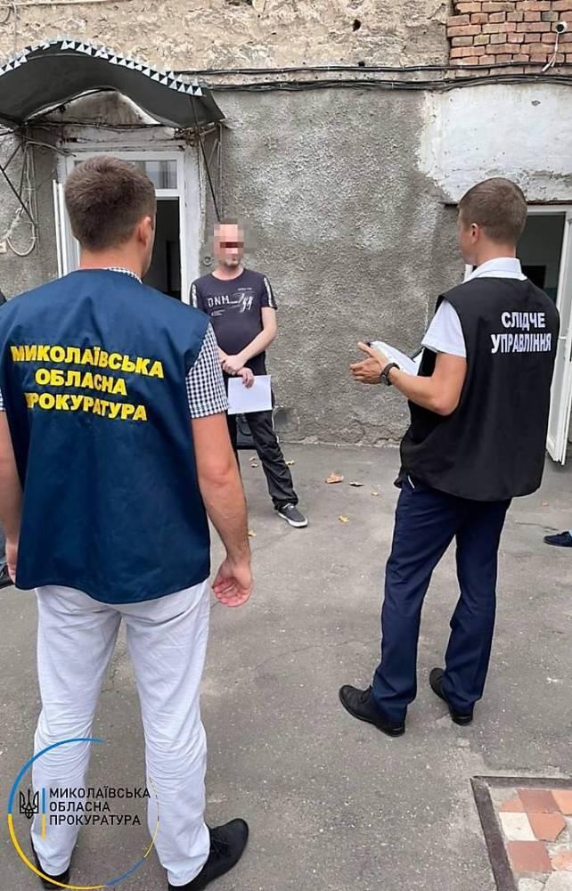 В Николаеве самогонщик предложил полицейскому 20 тысяч гривен