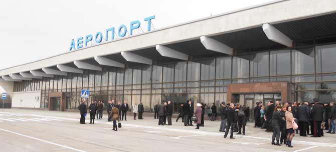 Тендер на реконструкцию аэропорта в Херсоне разыграли между связанными фирмами