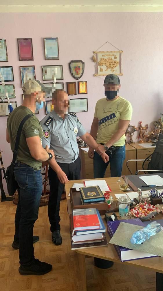 Декана Харьковского университета внутренних дел поймали на взятке