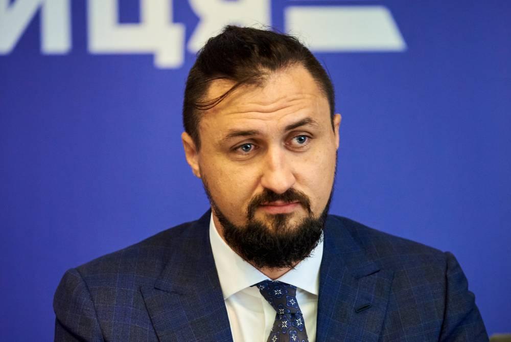 Глава «Укрзализныци» скрывает связь с Ахметовым и проблемы с высшим образованием
