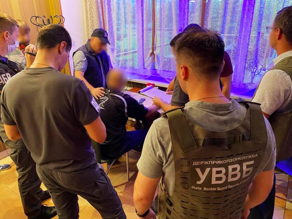 В Курахово поймали пограничника, вымогавшего взятку у коллеги