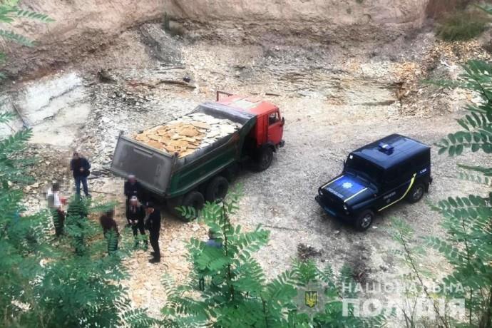 В Винницкой области незаконно добывали песчаник