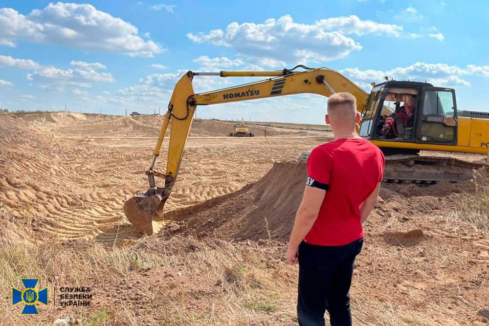 В Бориспольском районе нашли нелегальный песчаный карьер