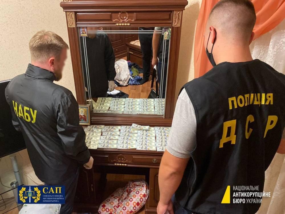 В Винницкой области на взятке поймали главу райсуда