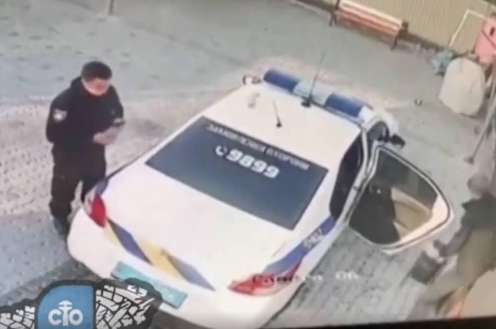 В Константиновке полицейские украли мусорную урну