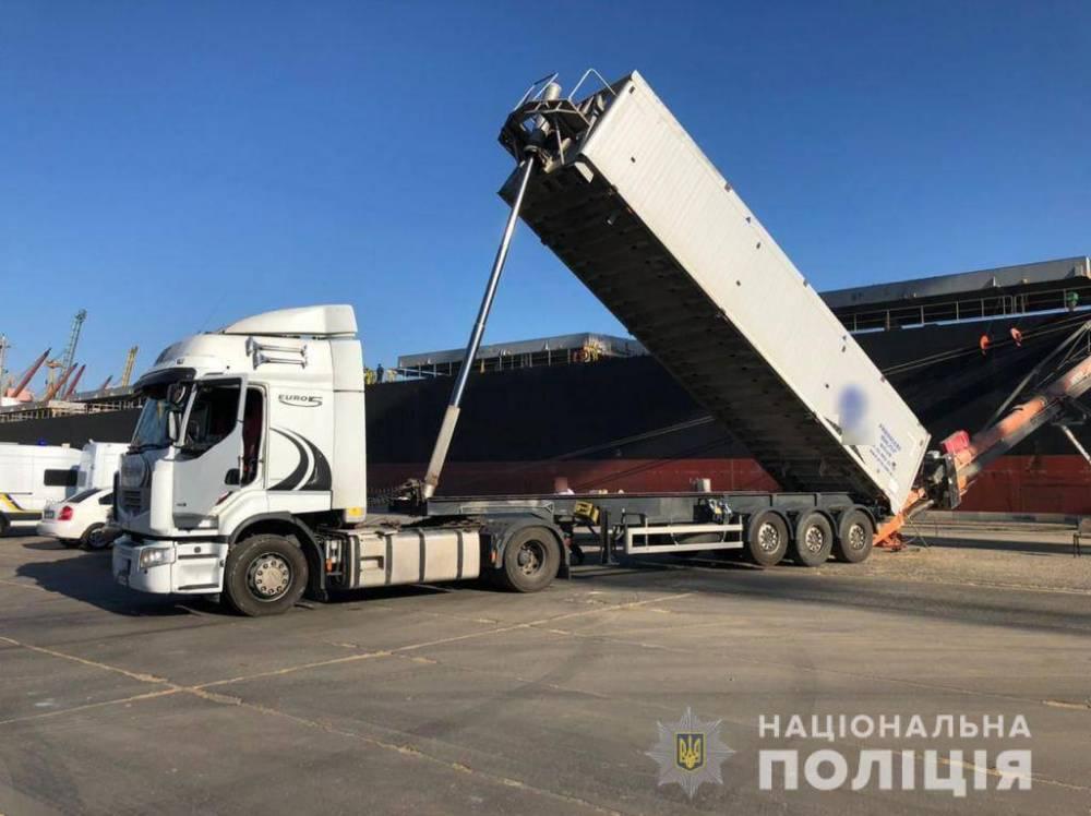 Полиция пресекла попытку вывезти из Украины зерно на 7 млн долларов
