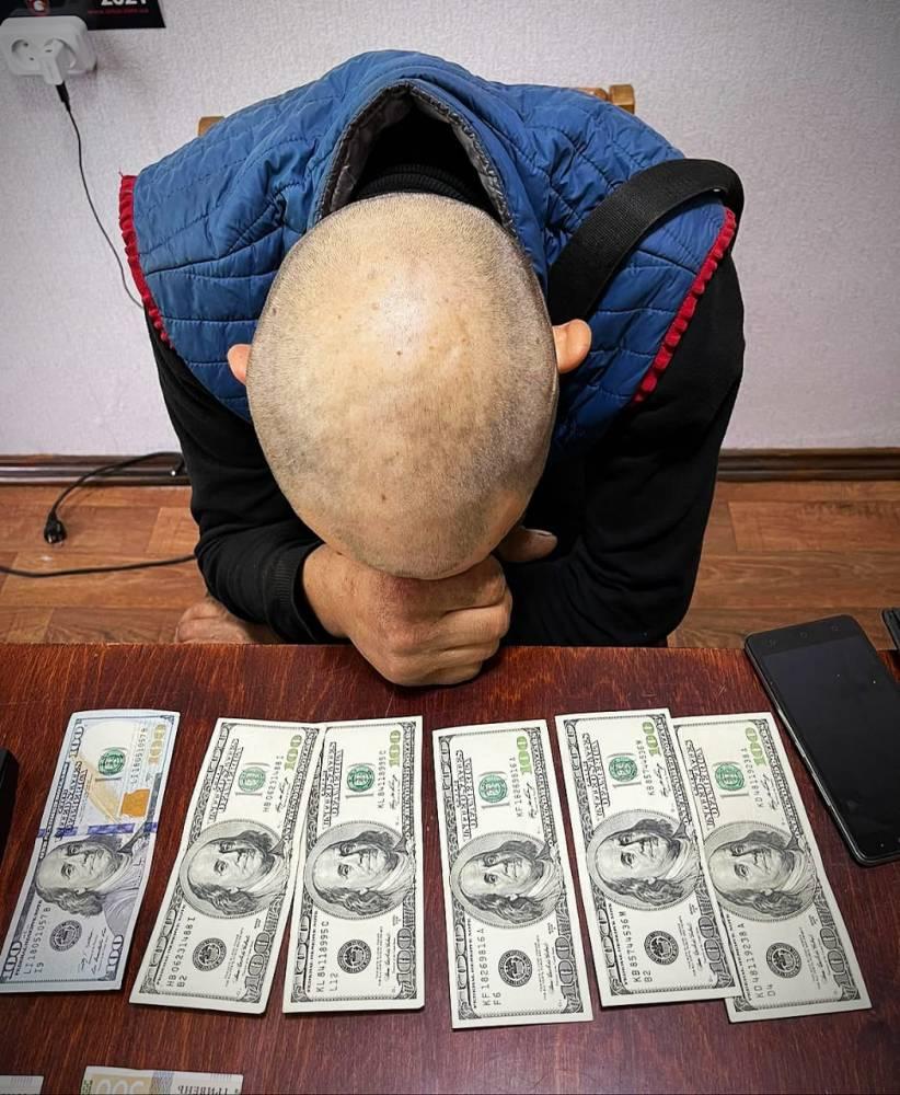 В Верхнеднепровске наркодилер хотел подкупить полицейского