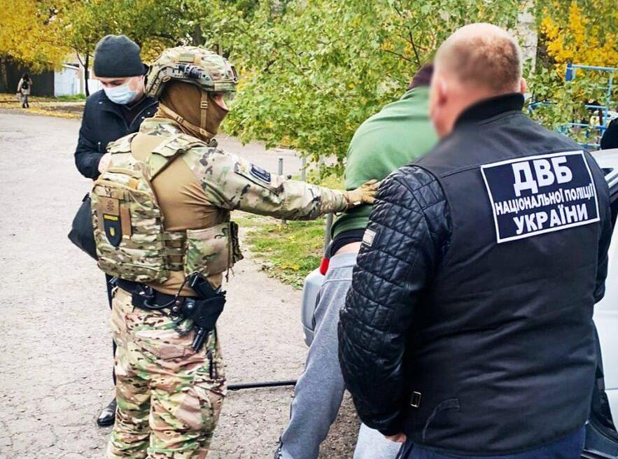 В Харькове экс-полицейский занимался торговлей наркотиками